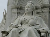 Statue of the Queen